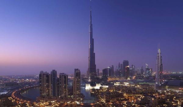 Die beeindruckende Skyline Dubais mit dem Burj Khalifa im Zentrum