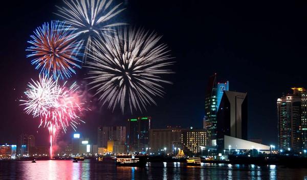 Dubai Silvester Reise - Feuerwerk über Dubai