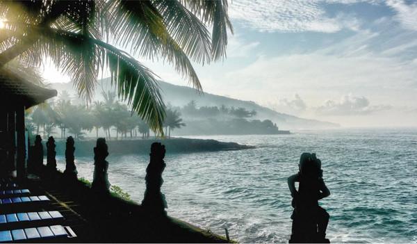 Meerblick von der indonesischen Insel Bali.